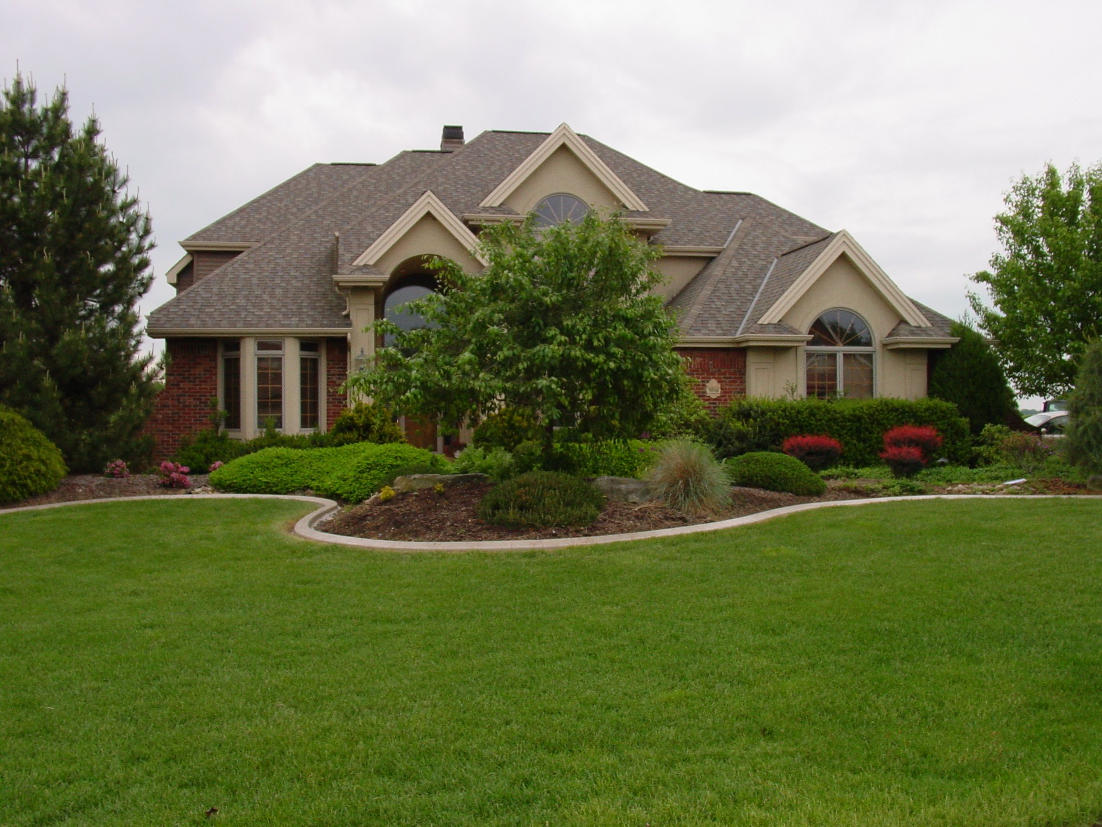 Add curb appeal the decorative edge for Garden design ideas curb appeal