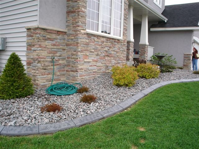 Landscaping With Slate Rock : The river rock in this bed is complimented perfectly with slate