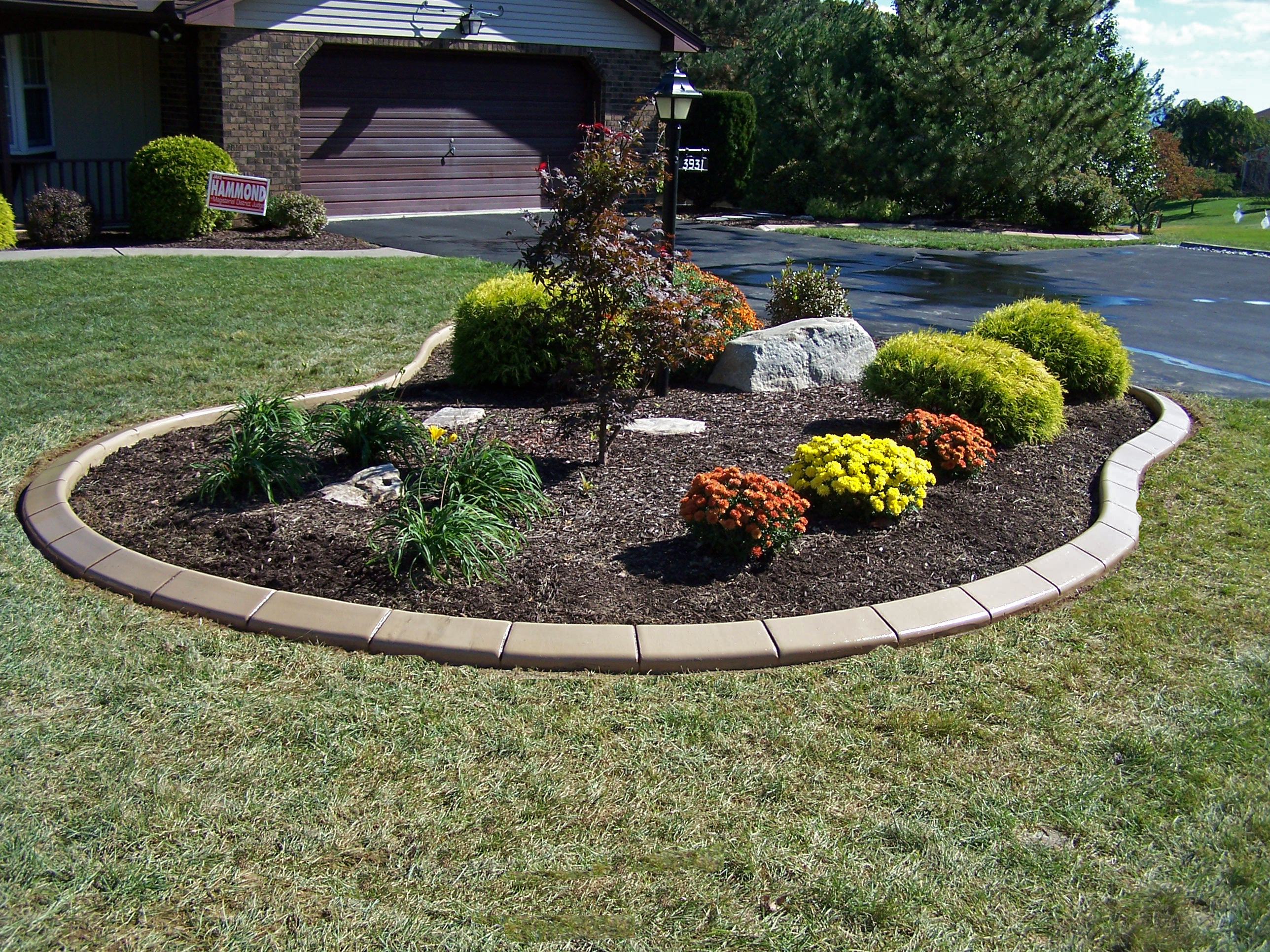 Marvelous Island Garden Bed With The Decorative Edge Curbing.