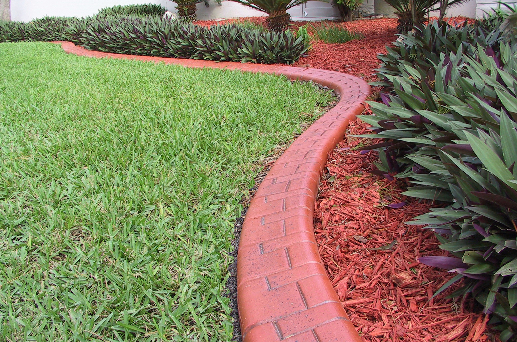 Landscaping Curbing Pictures : This terracotta decorative curbing is the perfect compliment to